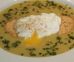Krémová zeleninová polévka se zastřeným vejcem