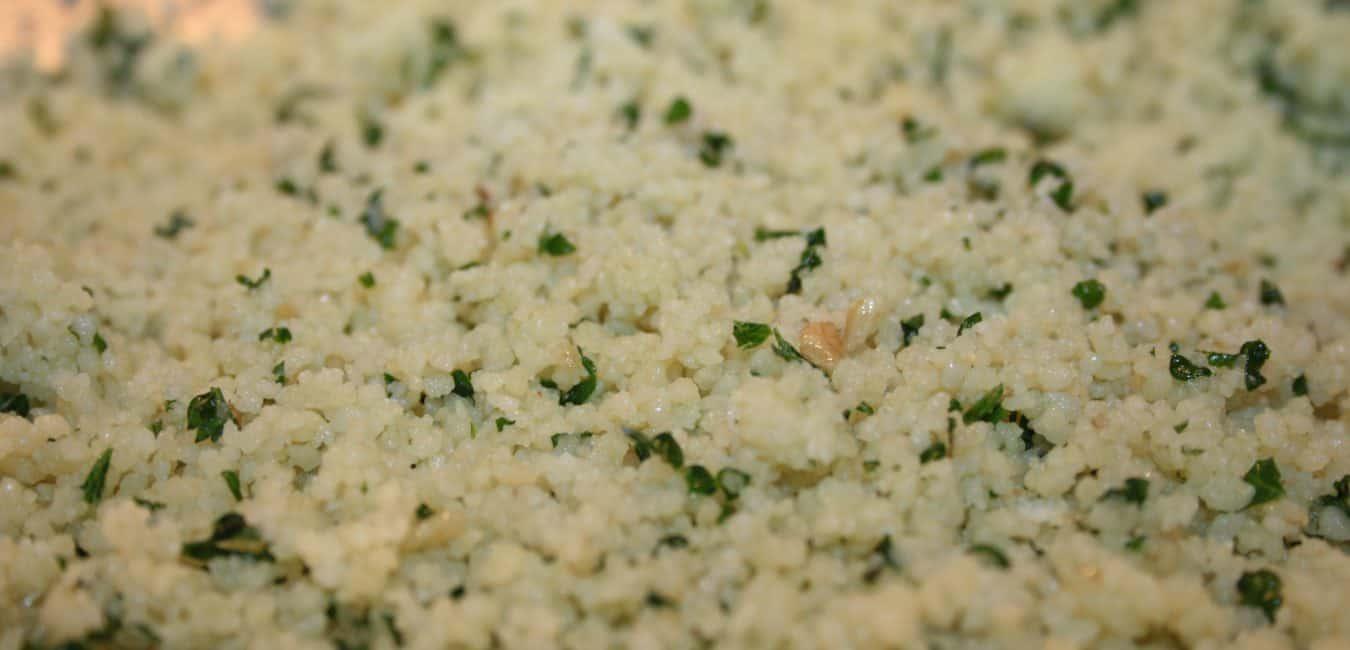 Kuskus s brokolicí, žampiony a domácím pestem