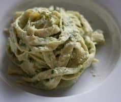 Čerstvé domácí těstoviny s pórkovým pestem
