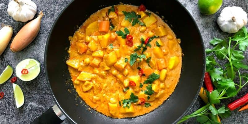 Dýňové curry s cizrnou a kokosovým mlékem