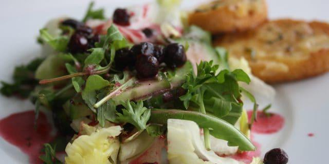 Rukolový salát s černým jeřábem