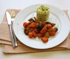 Zapečená zelenina s rajčatovým bešamelem