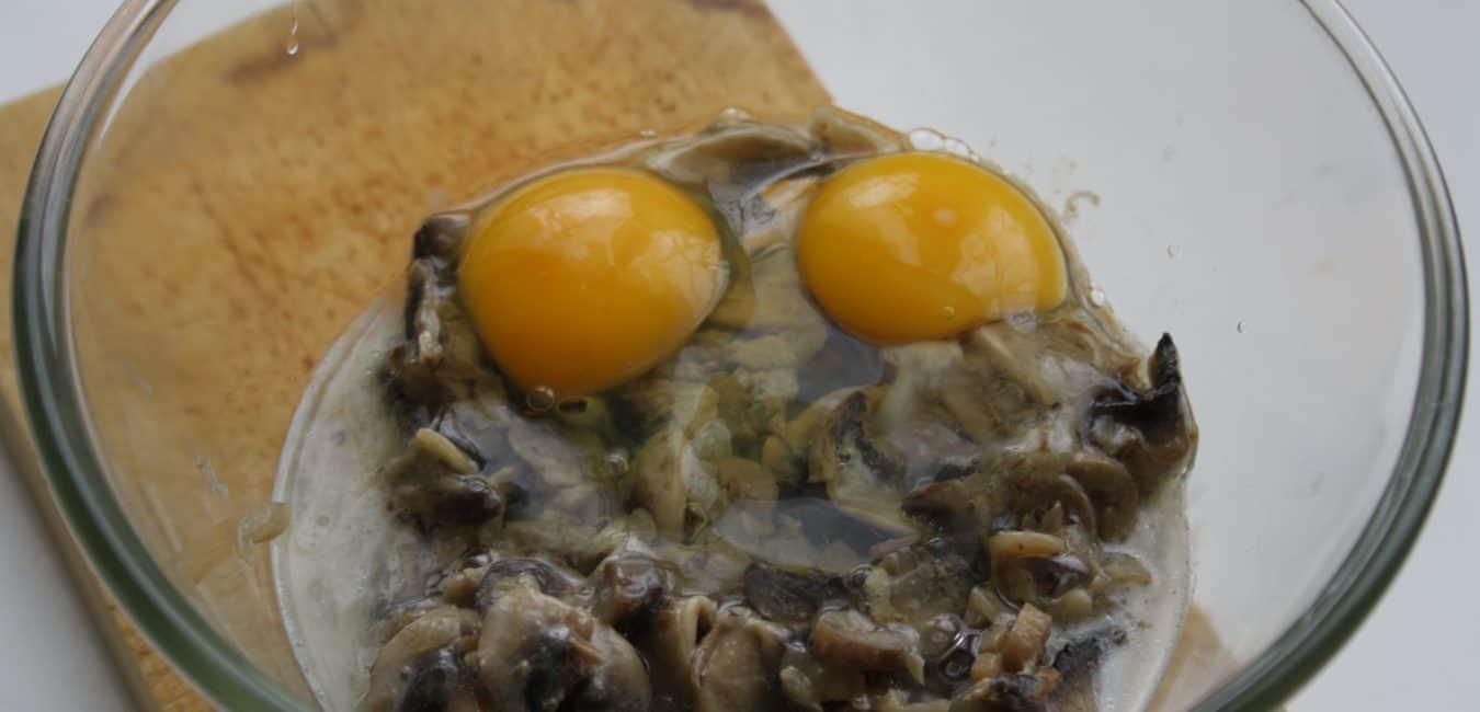 Žampionové koláčky s jarní cibulkou