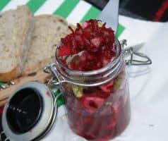 Salát z červené řepy, jablka a řapíkatého celeru