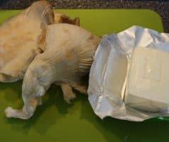 Zelný salát s hlívou a bryndzou