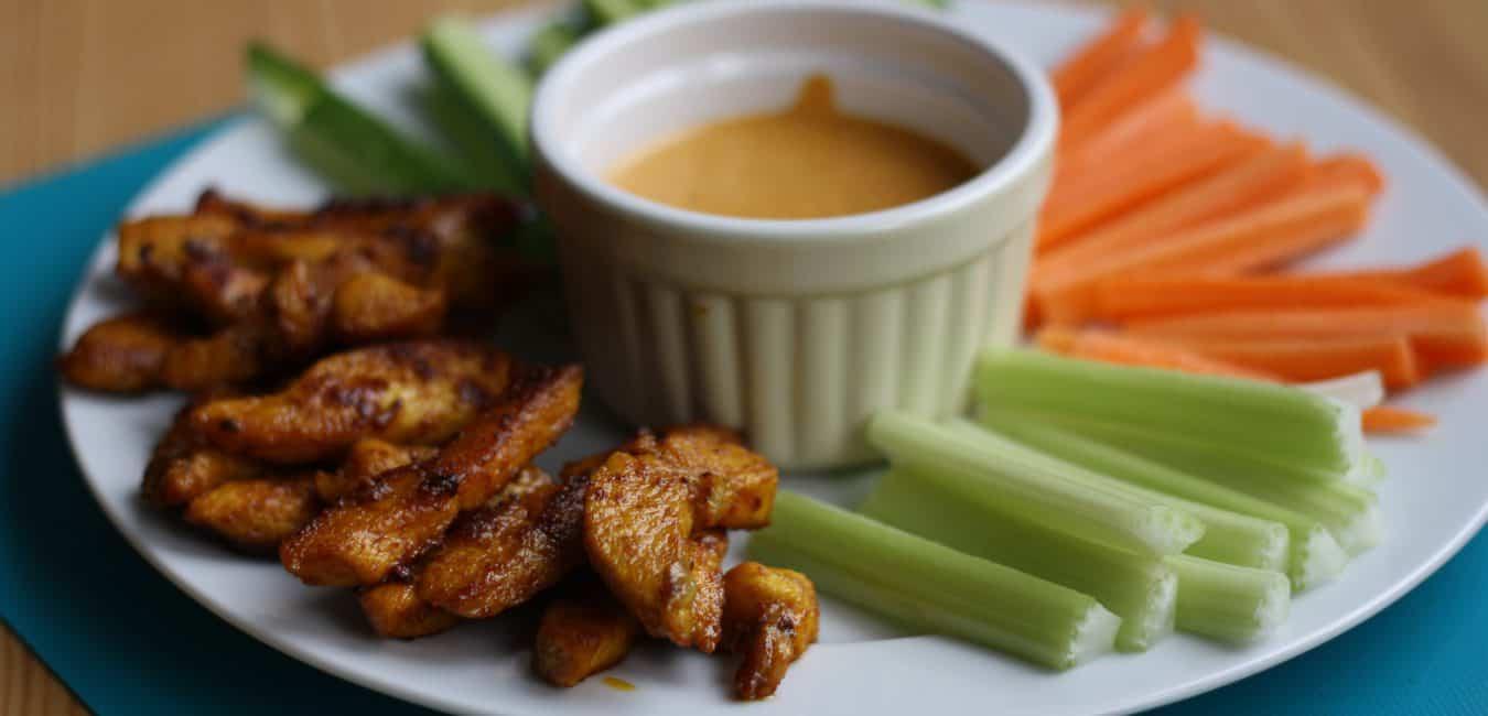 Kuřecí stripsy s dipem a zeleninou