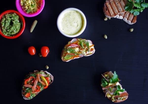Veganský chlebíček s majonézou aioli