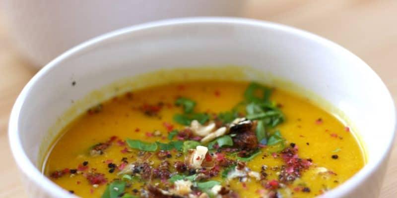 Cizrnovo-mrkvová polévka se zázvorem a kurkumou