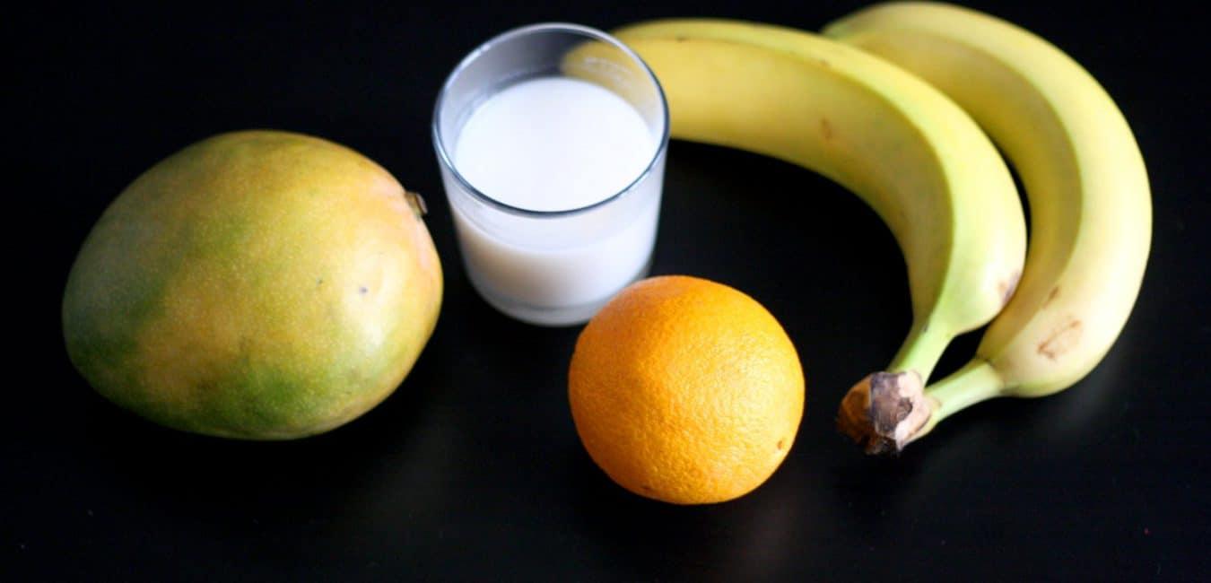 Mangové smoothie s banánem a pomerančem