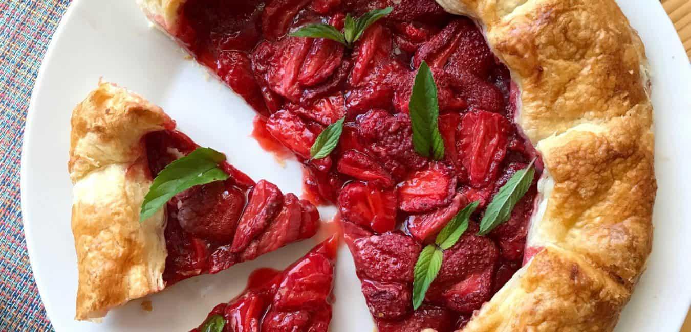 Rychlý jahodový koláč z listového těsta