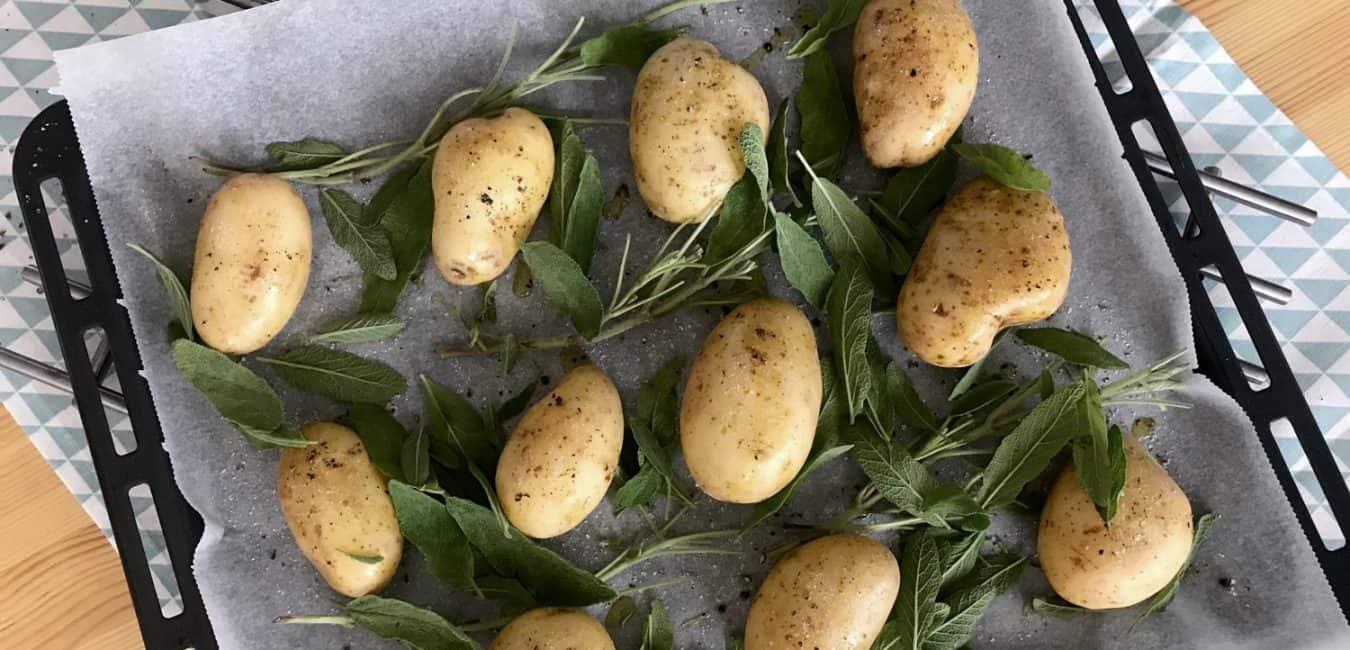 Pečené brambory se šalvějí