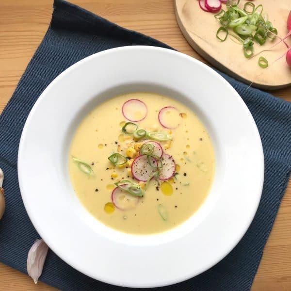 Studená kukuřičná polévka s ředkvičkami