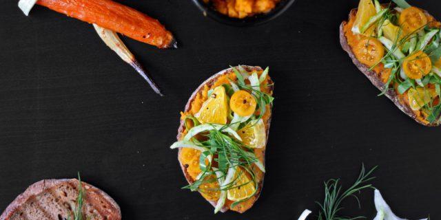 Chlebíček s mrkvovo-petrželovým pyré, pomerančem a pak-choi - postup - krok 10