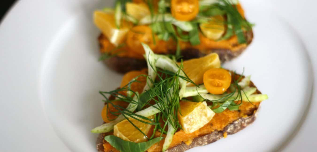 Chlebíček s mrkvovo-petrželovým pyré, pomerančem a pak-choi - postup - krok 7