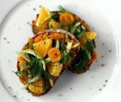 Chlebíček s mrkvovo-petrželovým pyré, pomerančem a pak-choi - postup - krok 9