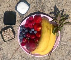 Ovocná smoothie bowl s jogurtem - postup - krok 1