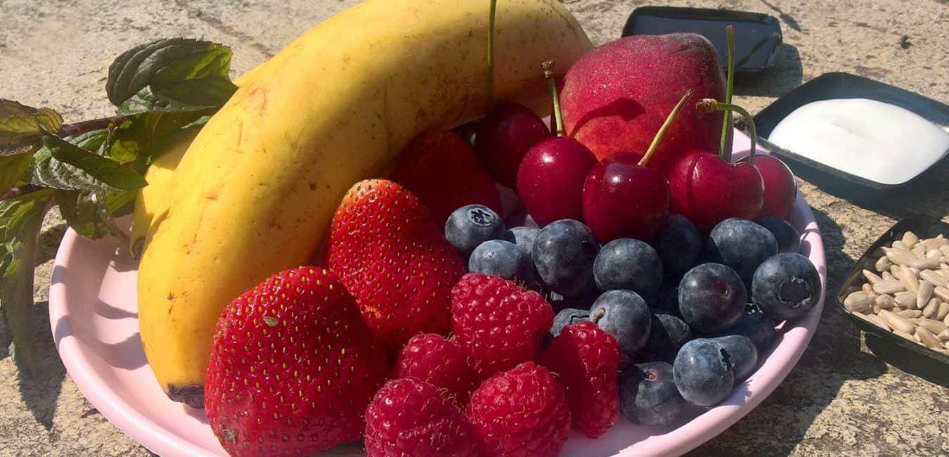 Ovocná smoothie bowl s jogurtem - postup - krok 2