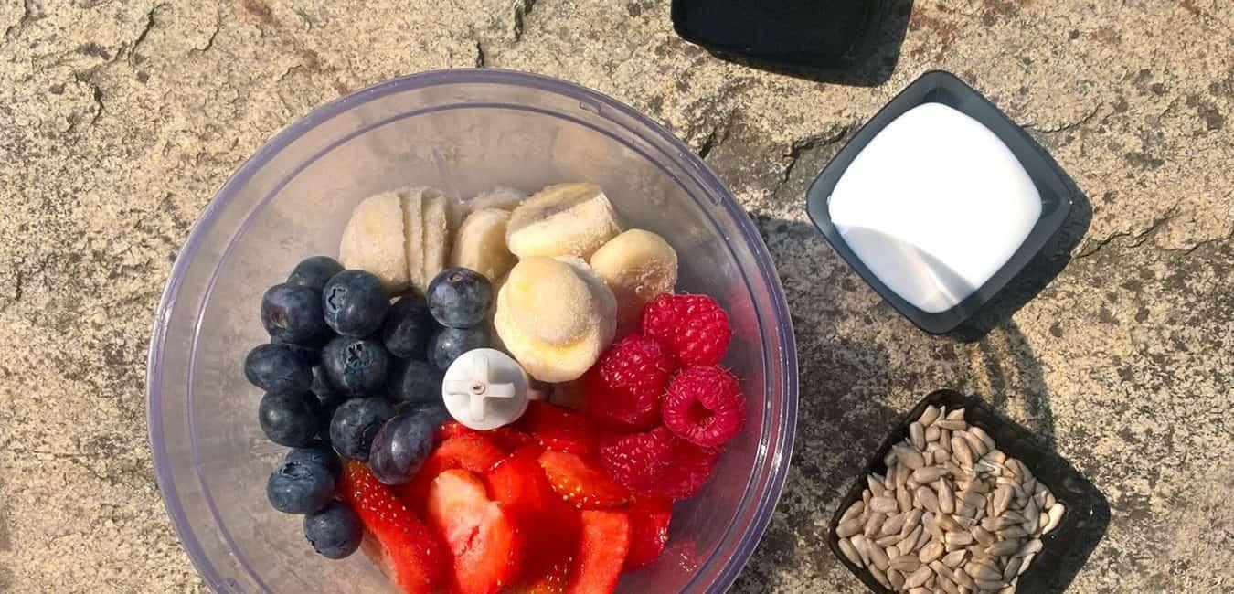 Ovocná smoothie bowl s jogurtem - postup - krok 3