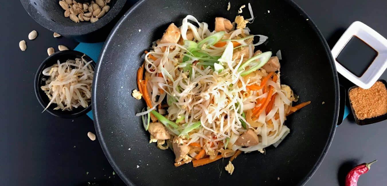 Smažené thajské nudle Pad Thai s kuřecím masem - postup - krok 12