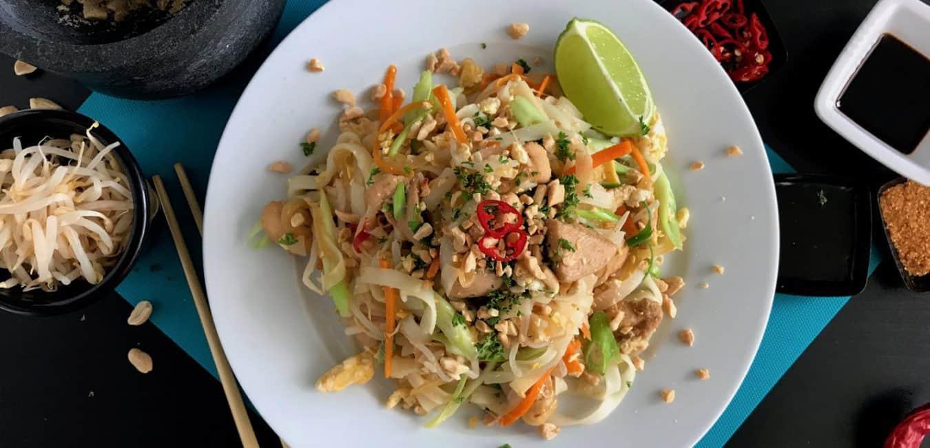 Smažené thajské nudle Pad Thai s kuřecím masem - postup - krok 14
