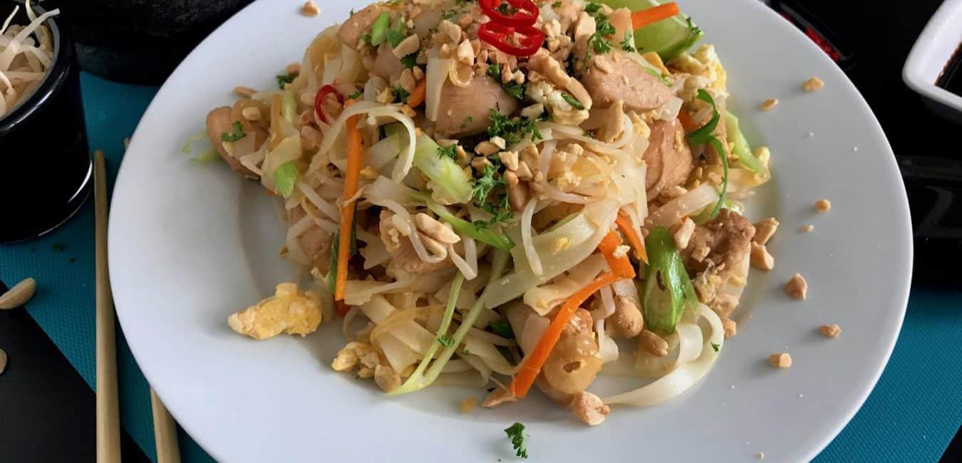 Smažené thajské nudle Pad Thai s kuřecím masem - postup - krok 15