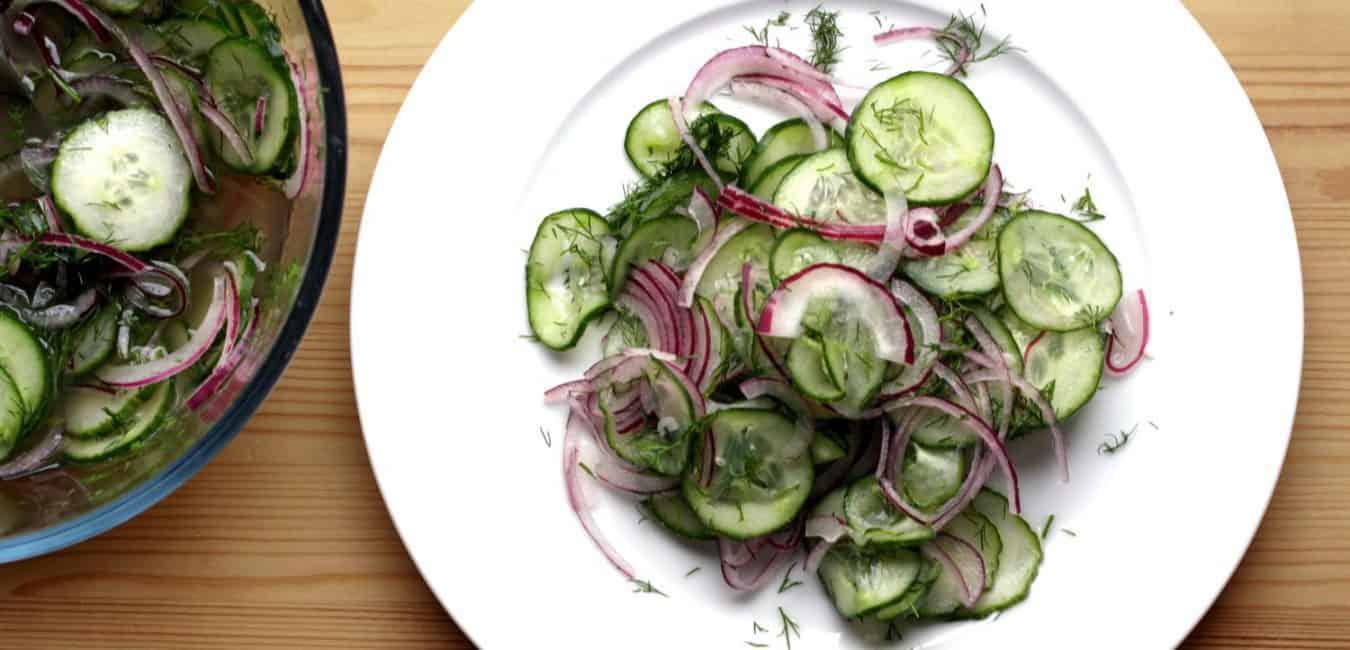Okurkový salát s cibulí a koprem - postup - krok 7
