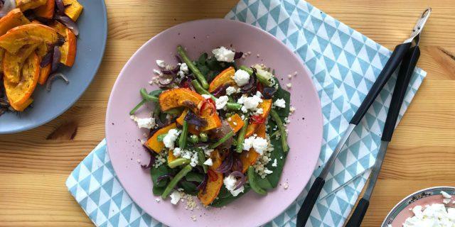 Salát s pečenou dýní, zelenými fazolkami a sýrem feta