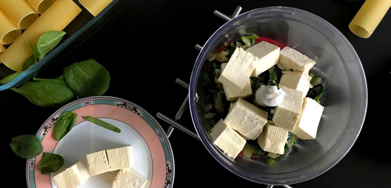 Cannelloni se špenátem, tofu a rajčatovou omáčkou