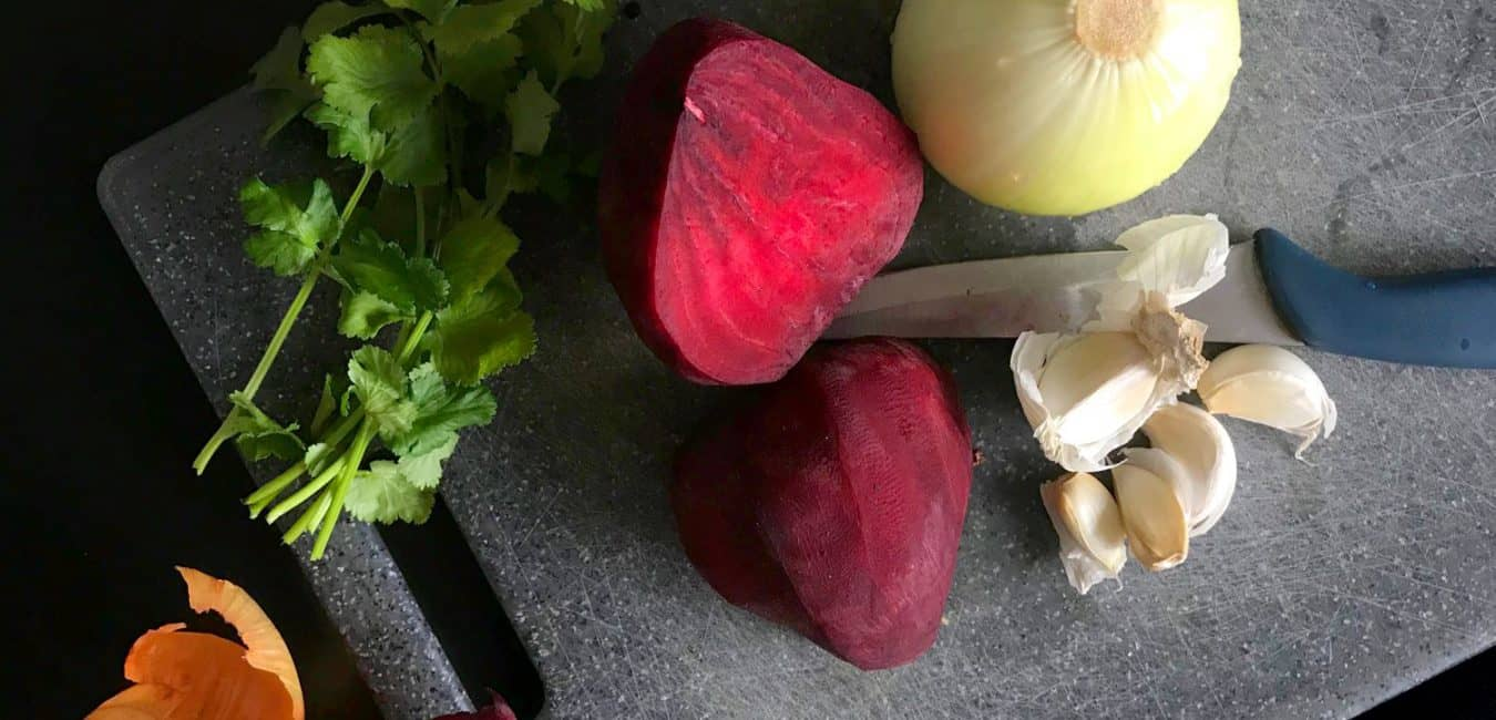 Polévka z červené řepy a dýně s opečenou cizrnou
