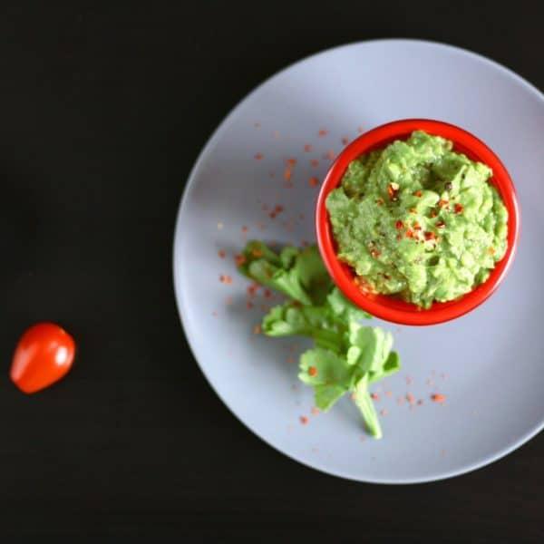 Avokádové guacamole (tradiční krémová mexická salsa)