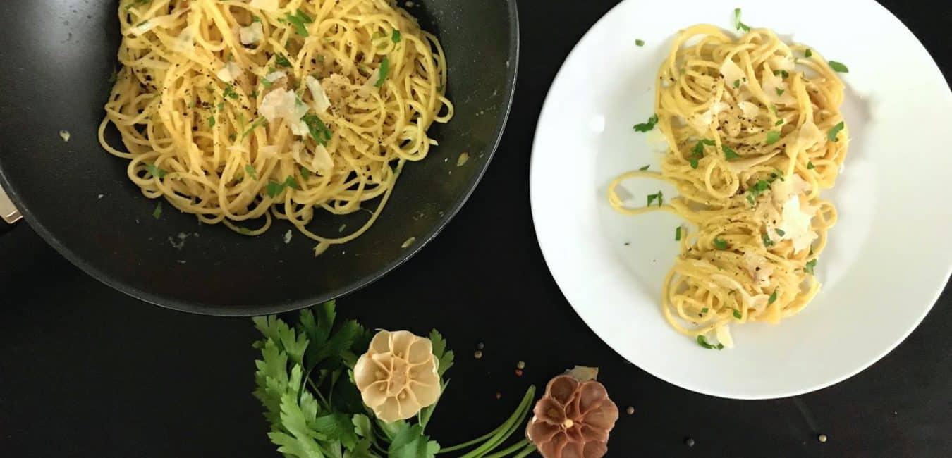 Těstoviny s pečeným česnekem a parmazánem