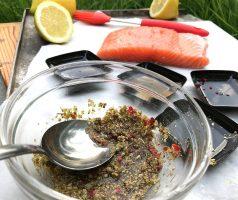Grilované lososové špízy s citronem a koprovým dipem