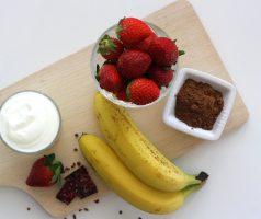 Jahodovo-čokoládové smoothie s banánem a jogurtem