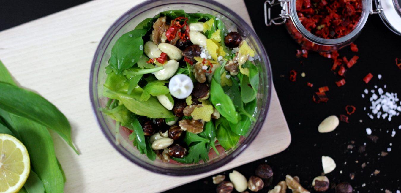 Veganské pesto z medvědího česneku a chilli