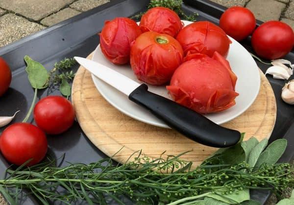 Loupání rajčatové slupky