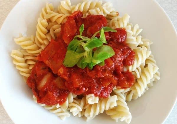 Těstoviny s krémovou rajčatovou omáčkou