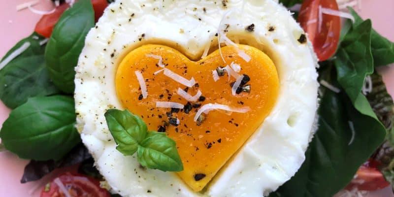 Valentýnské sendviče s žervé, vejci a kopcem lásky