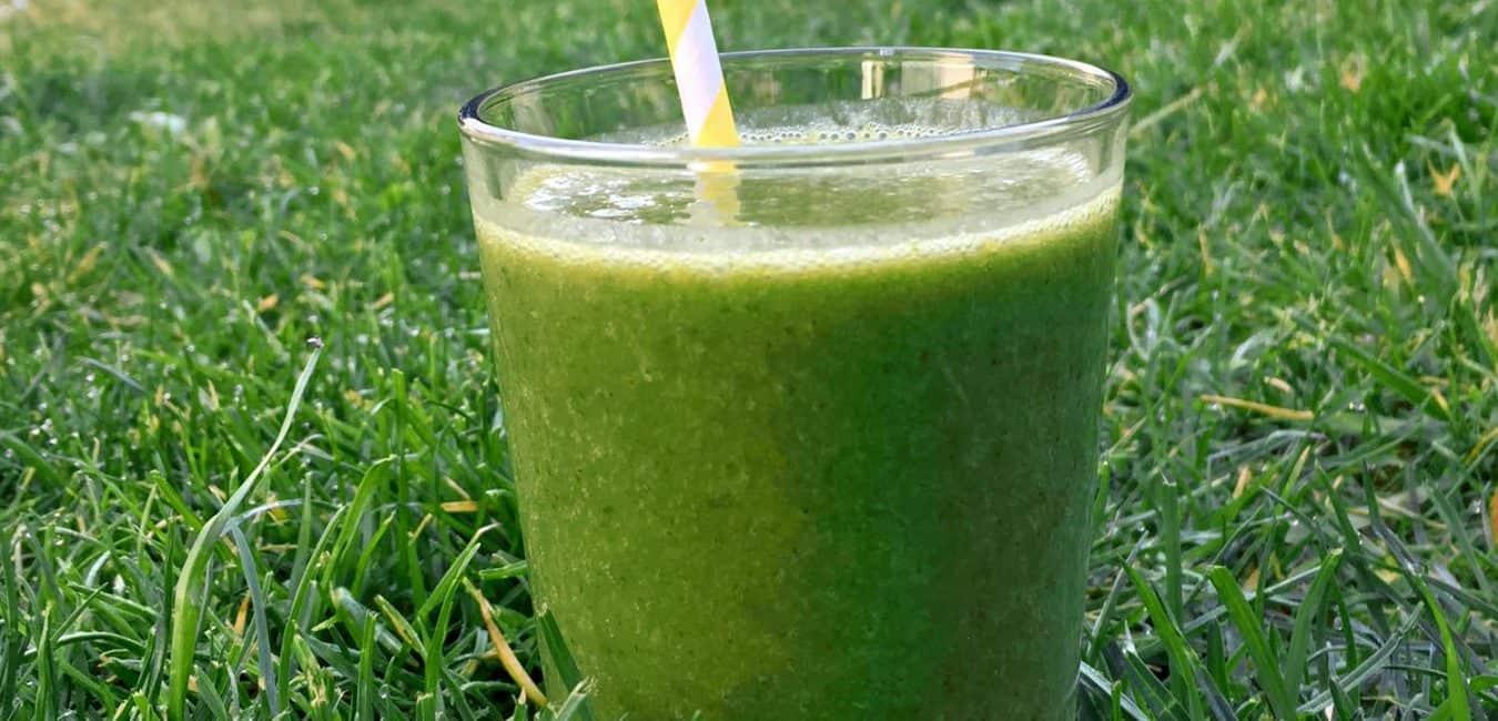 Zelené detoxikační smoothie z natí