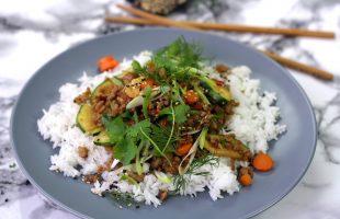 Korejské stir-fry z mletého masa a cukety
