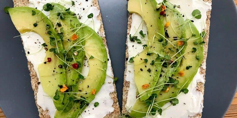 Snídaňový chlebíček s mascarpone a avokádem