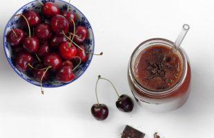 Třešňové smoothie s kakaem a čokoládou